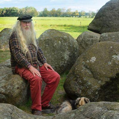 <strong>Amateur archeoloog</strong><br><p>Hunebed Ruinen</p>