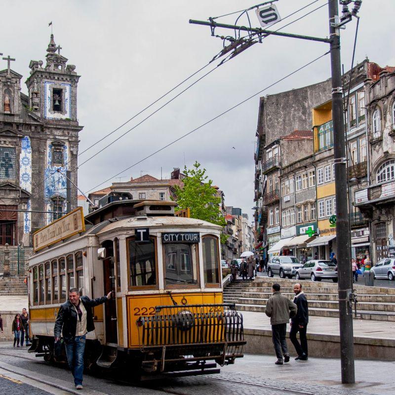 <strong>Portugal</strong><br><p>Tramhalte voor igreja de sant ildefonso</p>